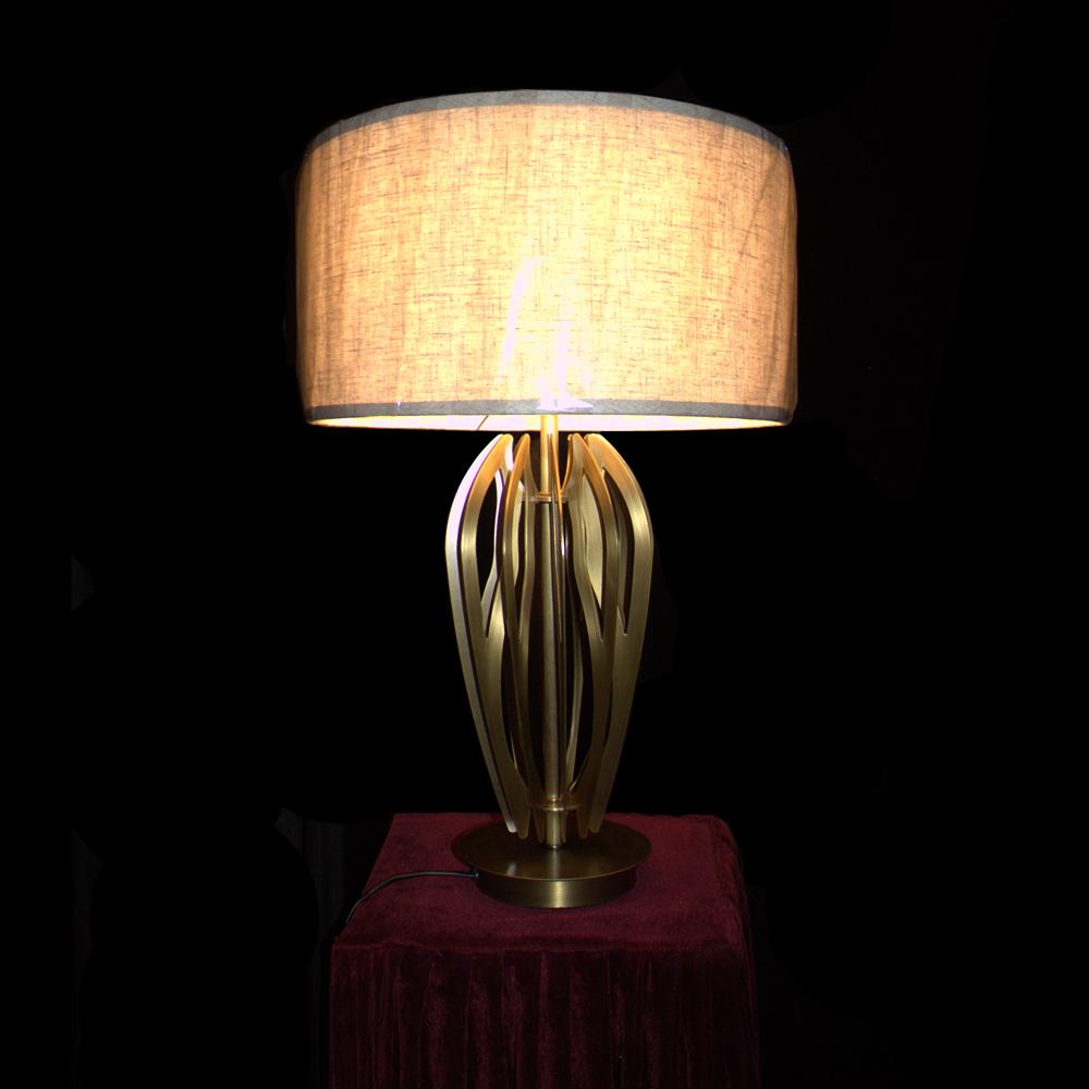European Style Table Lamp (D420 H680-1)