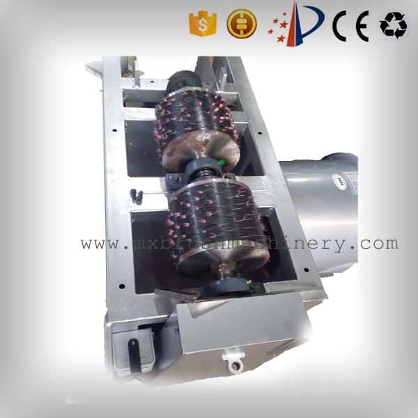MX211 Cepillo Manual ajustando la máquina